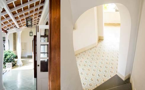 Villa Branco: modern Living room by Studio MoMo