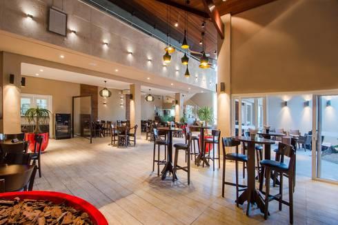 ESPAÇO BISTRO: Espaços gastronômicos  por Larissa Carbone Arquitetura e Interiores