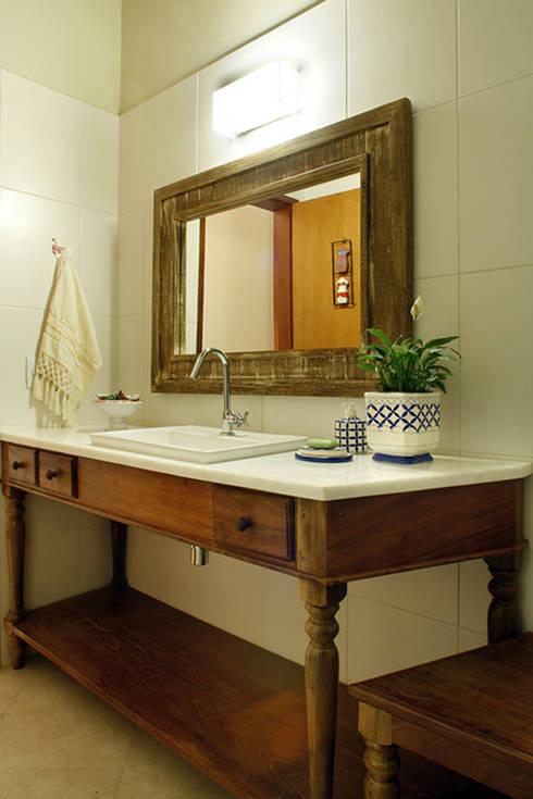 Silvia Cabrino Arquitetura e Interiores:  tarz Banyo