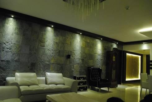 Pebble bay.: modern Living room by Construction Associates