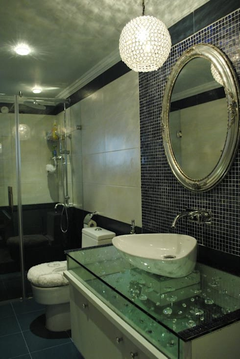 Fairmont towers:  Bathroom by Construction Associates