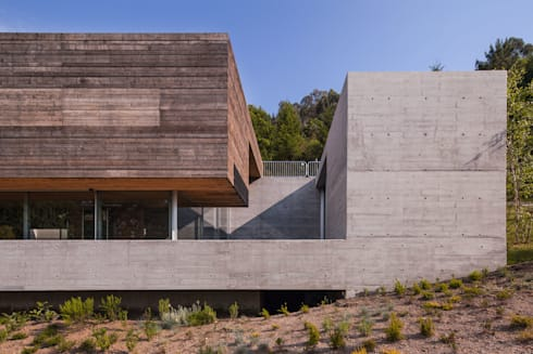 Casa do Gerês: Casas modernas por Carvalho Araújo