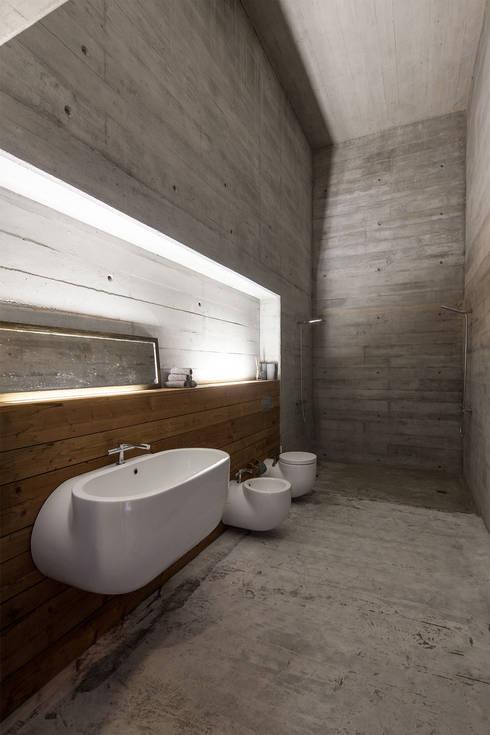 Casa do Gerês: Casas de banho  por Carvalho Araújo