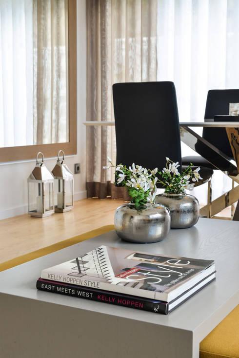 Apartamento T1 – Estoril: Salas de jantar modernas por IDEIAS DE INTERIORES