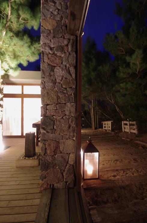 Casas de Playa - El Patio -: Casas de estilo  por LUCAS MC LEAN ARQUITECTO