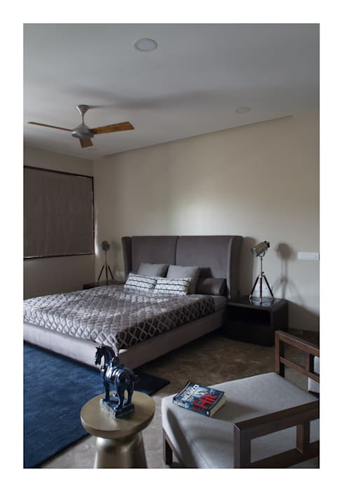 Apartment in Chennai:  Bedroom by Rakeshh Jeswaani Interior Architects