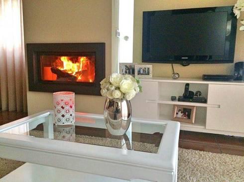 Detalhes: Sala de estar  por Alma Braguesa Furniture