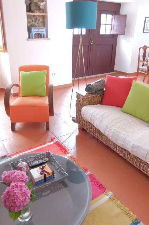 ANTIGO GRÉMIO – HOLIDAY HOUSE: Salas de estar campestres por maria inês home style