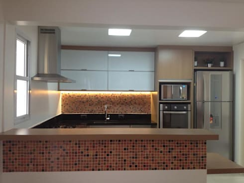 cozinha: Cozinha  por Carol Abumrad Arquitetura e Interiores