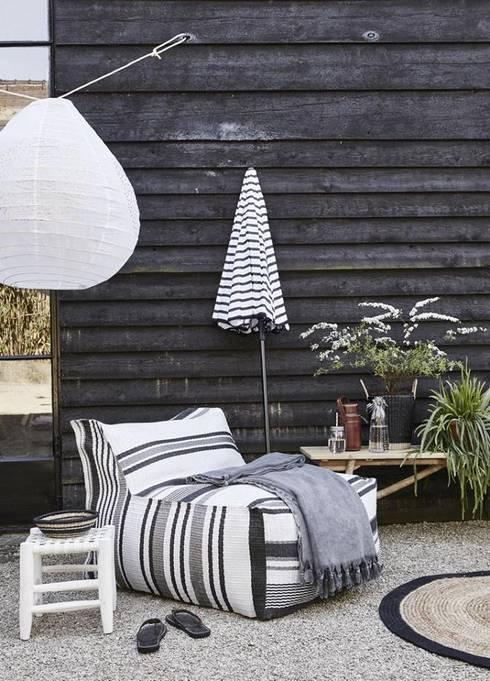 Muebles ambientados: Jardines de estilo moderno por Casa & Stylo, Concordia