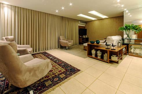 Sala Estar e Home: Sala de estar  por Adriana Dib Interiores