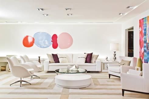 Mostra Artefacto 2012: Salas de estar modernas por Yara Mendes Arquitetura e Decoração