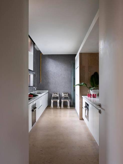 Cocinas de estilo moderno por SA&V - SAARANHA&VASCONCELOS