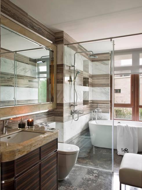 ORIENT EXPRESS: Casas de banho ecléticas por SA&V - SAARANHA&VASCONCELOS