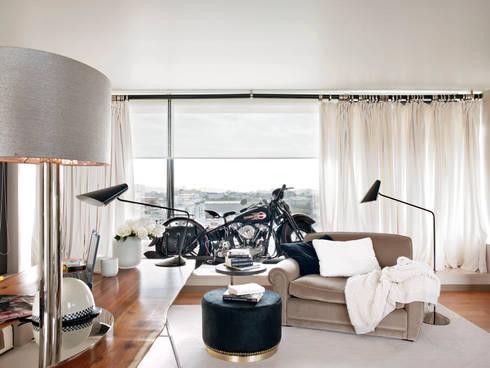 HOUSE OF PLEASURES: Salas de estar modernas por SA&V - SAARANHA&VASCONCELOS