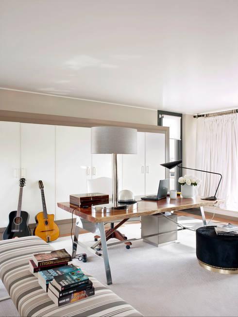 Estudios y despachos de estilo moderno por SA&V - SAARANHA&VASCONCELOS