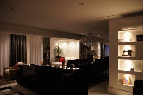 Cobertura Tatuapé - SP: Sala de estar  por W.B Arquitetura