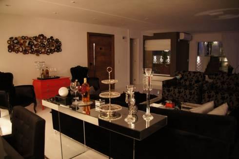Cobertura Tatuapé – SP: Sala de estar  por W.B Arquitetura