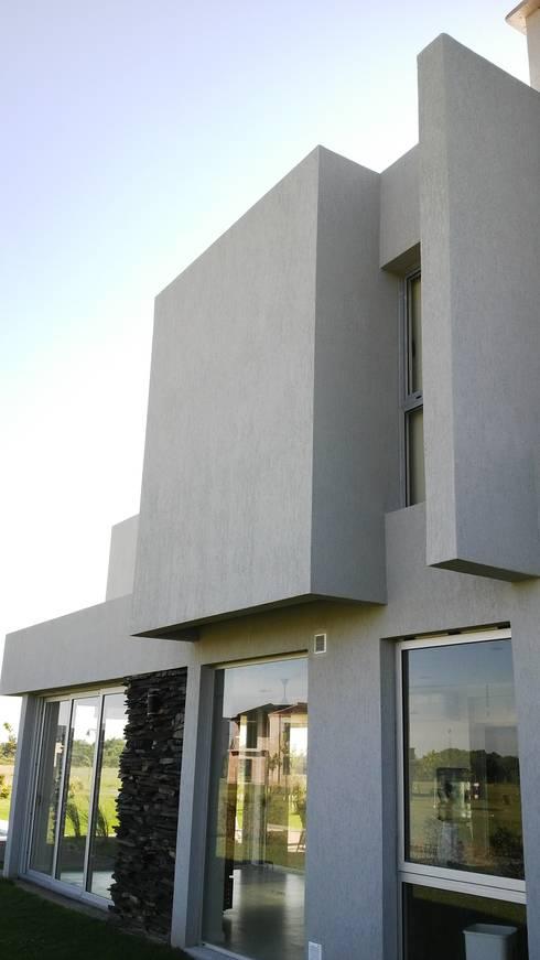 Juego de volumes y planos: Casas de estilo moderno por VHA Arquitectura