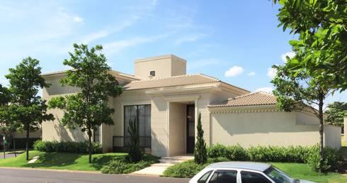 Residencia Pardo – Condominio Harmonia: Casas  por FERNANDO ROMA . estudioROMA