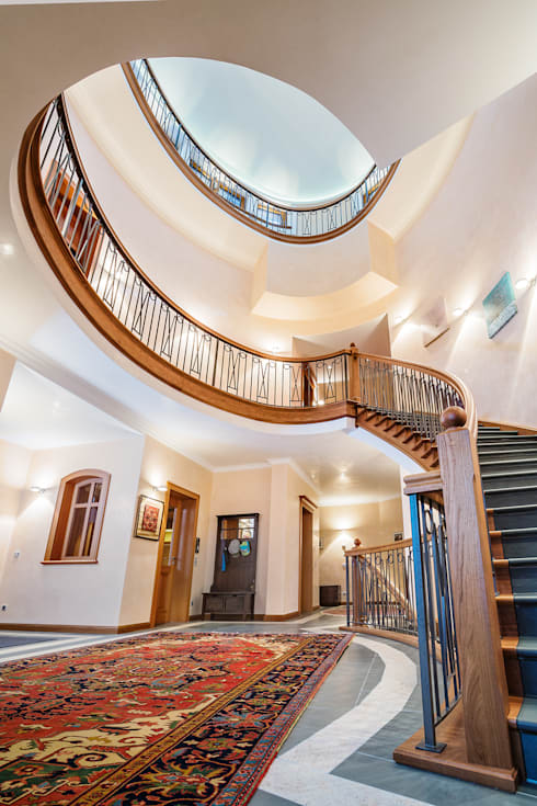 Vestíbulos, pasillos y escaleras de estilo  por  ARNOLD-Möbelmanufaktur GmbH & Co. KG - Finest Interiors