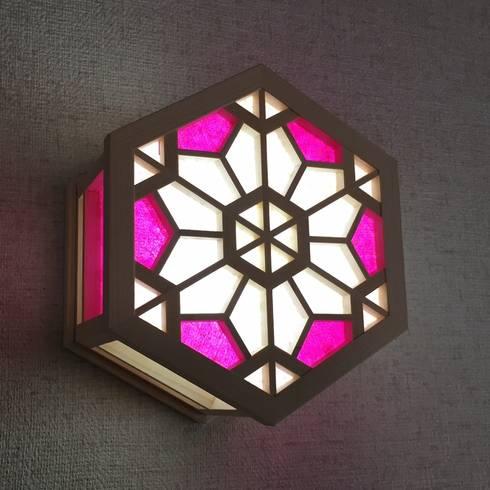 光箱 掛型 桜: 有限会社種村建具木工所が手掛けた玄関&廊下&階段です。