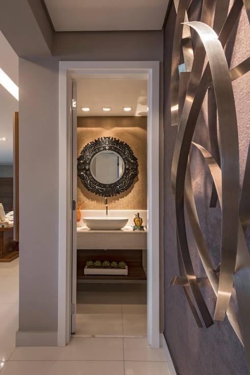 Projeto Apartamento Luxemburgo: Banheiros modernos por Laura Santos Design