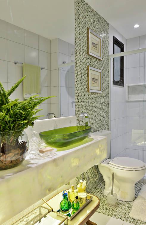 Baños de estilo  por Bastos & Duarte