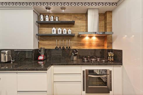 Apartamento Jovem Casal: Cozinhas modernas por Laura Santos Design