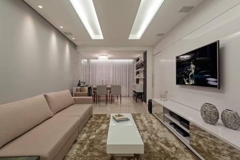 Apartamento Jovem Casal: Salas de estar modernas por Laura Santos Design