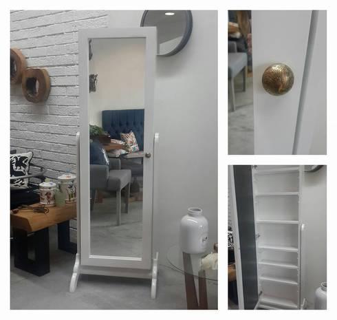 espejo completo tipo vintage : Recámaras de estilo industrial por Sepia interiores