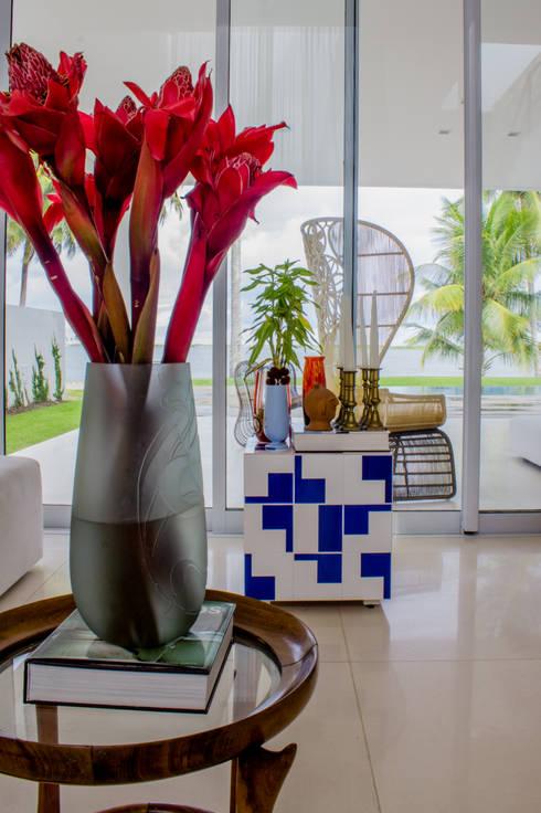 Casa Montenegro: Sala de estar  por LM Arquitetura | Conceito