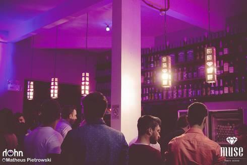 Muse Club - Casa Noturna: Escritório e loja  por Ana Luci Moro Arquitetura