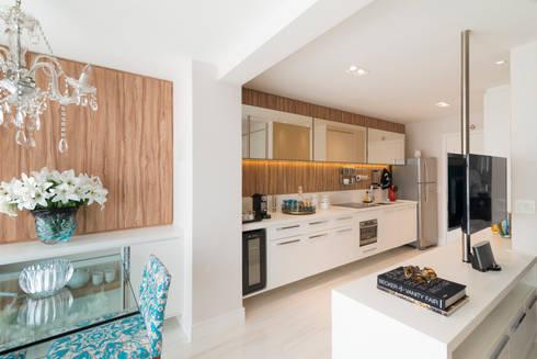 Cozinha Studio 39m²: Cozinhas modernas por Carina Dal Fabbro Arquitetura e Interiores Ltda