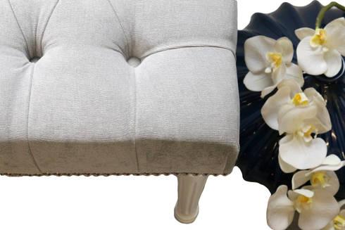 Grey: Sala de estar  por ORCHIDS LOFT