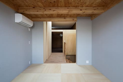 Bedrooms and Stairs: modern Bedroom by Kentaro Maeda Architects