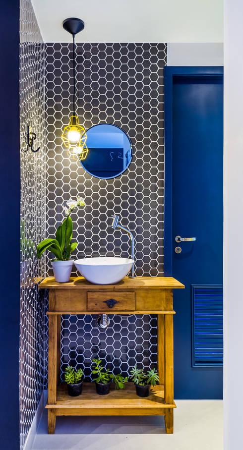 Apartamento Pompeia: Banheiros rústicos por Studio ML
