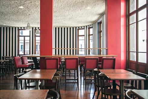 restaurante centro: Espaços comerciais  por silvia bahia monteiro arquitetura & interiores