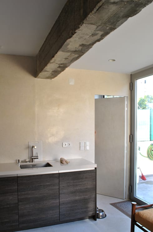 Renovação de Apartamento em Algés:   por FORA - Fagulha Oliveira Ruivo
