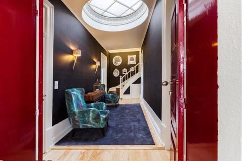 Vintage House: Corredor, hall e escadas  por Glória Roma - Decoração de Interiores