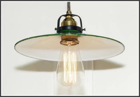 vintage beleuchtung bunkerlampen industrielampen von trash art homify. Black Bedroom Furniture Sets. Home Design Ideas