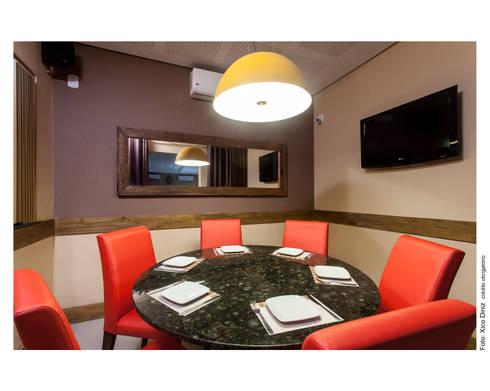 Cafeteria: Salas de jantar rústicas por Bastos & Duarte