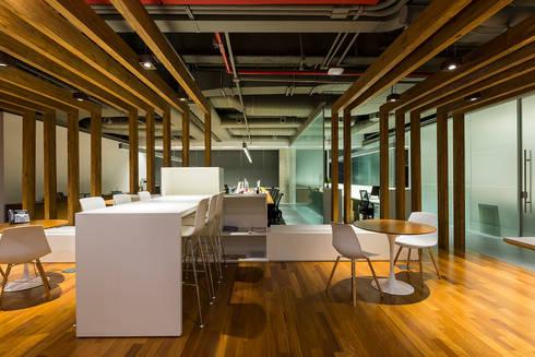 DPZ&T em São Paulo: Espaços comerciais  por Athié Wohnrath Associados