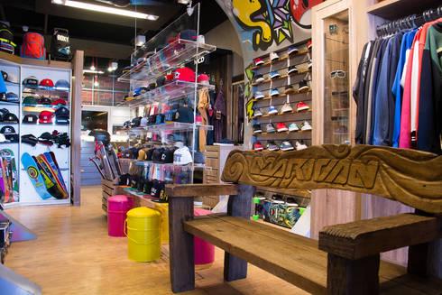 Marivan Surf: Lojas e imóveis comerciais  por Arquitetura Combinada