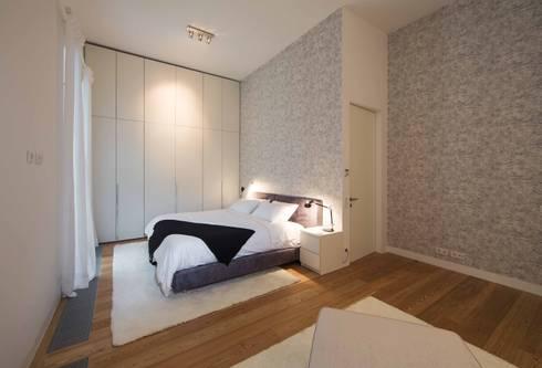 Um apartamento moderno – retro: Quartos modernos por Architect Your Home