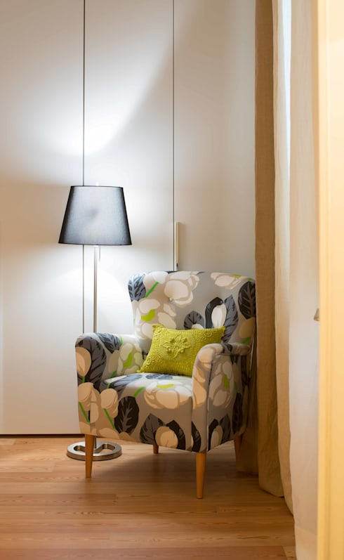 Um apartamento moderno - retro: Quartos  por Architect Your Home