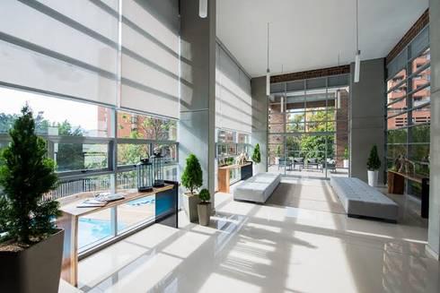 Lobby Finito Apartamentos para Coninsa Ramón H: Vestidores de estilo ecléctico por Maria Mentira Studio