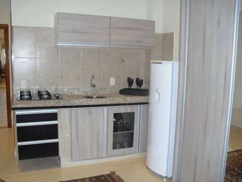 Flat: Cozinhas campestres por Renata Prata Studio