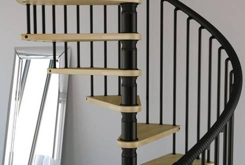 Perfecto acabado industrial : Vestíbulos, pasillos y escaleras de estilo  por Rintal