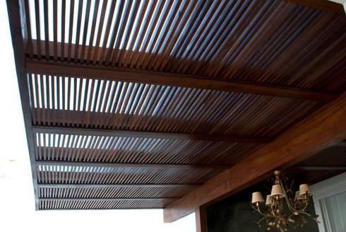 Detalhe Pergolado: Terraços  por WB Arquitetos Associados